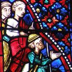 Un groupe de pélerins arrive pour vénérer la croix