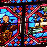 A gauche, résurrection de plusieurs morts et à droite, mort de St Jean.