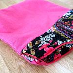 10) Handtaschenbegleiter Rosa / Schwarz Muster