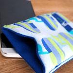 Smartphone-Hülle groß, Blau -Apfelmuster