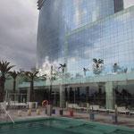 vista del edificio desde la piscina