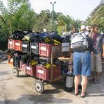 Karren für Transport der Ausrüstung zum Schiff