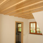 Deckenvertäfelung mit Holzbalken Fichte