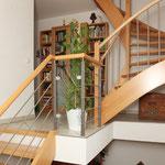 Treppenanlage gerade und 1/4 gewendelt, Buche mit Treppenstufenbolzen