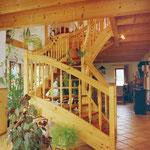 Treppenanlagen Fichte rustikal mit gedrechselten Pfosten und Geländerstäben