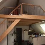 Holztreppe aus Buche auf Galerie