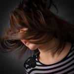Portrait_couleur_de_jeune_femme_photographe_professionnel