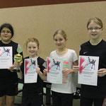 Schülerinnen vlnr: Kirsten Baumgarten (4.), Katharina Heinrich (1.), Jana Herberg (2.), Gina Neumann (3.)
