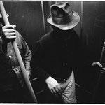 """Heinrich Riebesehl (1938-2010) - Aus der Serie """"Menschen im Aufzug"""" - 1969 - gelatin silver print 19,1 x 28,1 (21,7 x 30,0) cm © Heinrich Riebesehl"""