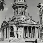 Französischer Dom, Berlin 1945 - 1946 - © Hein Gorny - Collection Regard
