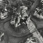 Adolph C. Byers, Hein Gorny - Kaiser-Wilhelm-Gedächtnis-Kirche, Berlin 1945 - 1946 - Silbergelatineabzug/gelatin silver print - 21,4 x 21,1 cm - © Hein Gorny / A.C. Byers - Collection Regard