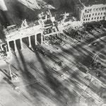 Brandenburger Tor, Berlin 1945 - 1946 - © Hein Gorny - Collection Regard