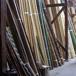 店の奥に並ぶ豊富な竹材