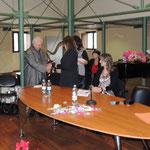 Prof. Conforti (Presidente Accademia di'i Pignatari di Cosenza) mentre mi conferisce la tessera di socio onorario
