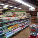 Der Supermarkt im Park bietet morgens frische Brötchen