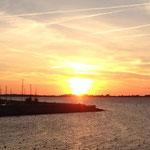 Sonnenuntergang (Blick vom Deich direkt am Ferienpark)