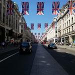 Flaggen. London war schon dabei sich schön zu machen. War ja noch weniger als zwei Wochen bis zur royalen Hochzeit :D