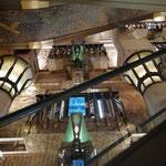 Und wieder ahnungslos gefunden: den ägyptischen Elevator in Harrods