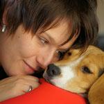 Beagle Dooley mit Frauchen