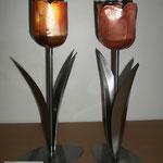 Edelstahlblumen - Edelstahltulpen mit Kupferblüte (© Raven Metall Design)