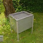 Edelstahlgrill - Kistenbratl aus Edelstahl mit Stahl-Wanne (© Raven Metall Design)