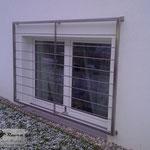Fenstergitter aus Edelstahl als Einbruchschutz (© Raven Metall Design)