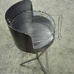 Edelstahlgrill - kleiner runder Grill aus Edelstahl (© Raven Metall Design)