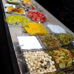 ... mit großem Buffet und dem wohl besten Kebab im Iran.