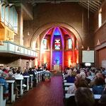Günter Müller spielt ein Kirchenkonzert in der Erlöserkirche Iserlohn