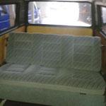 Hinten findet sich eine gemütliche Multivan Sitzbank...