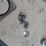 Die Befestigungsbolzen am Turbolader für das Auspuffrohr sind nicht mehr als solche zu erkennen und ließen sich nicht mehr lösen.