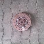 Da das originale Getriebe mit dabei war wurde dieses zu erst entfernt.Zum Vorschein kam diese Kupplung