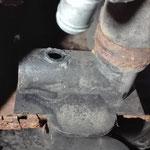 Am Kühlwasserverteiler am Übergang zum Motorraum sollten nur die Schlauchschellen wegen Rost ersetzt werden aber dann.......