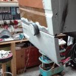 Das testweise Ansetzen der Endspitze.Erst wenn das große Heckblech fertig ist wird dieses Blech eingesetzt.Fertigungsbedingt