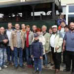Gruppenfoto vor der alten Hellbrunn