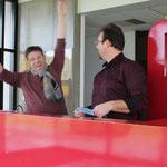 De la joie chez les bénévoles à la vente des tickets