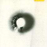Schwarz-weiss Kirlianaura-Aufnahme des Daumens von M.U.