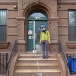 Ich vor der Haustür - mit Hund