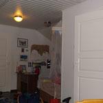 sooo also hier sieht ihr jetzt Tuulias raum zwischen Hillas/Kanervas Raum (linke Tür) und Bad (rechte Tür)
