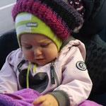 Loviisa mit Kanervas Mütze