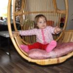 und Loviisa ist total fasziniert von diesem Stuhl :DD