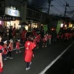 子供たちも妙円寺詣りの歌を歌いながら練り歩きます。