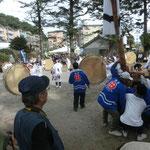 徳重大バラ太鼓踊り。