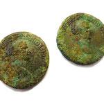 Römische Münze aus Hallstatt. Links Original, rechts Replik (foto: s. heimel)