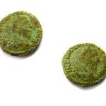 Römische Münze aus Hallstatt. Links Replik, rechts Original (foto: s. heimel)
