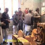発電スタートの日には、都会から器械類の製作責任者が来てくれた。