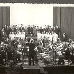 L'orchestra e il Coro Pozzini al Teatro Perini. 1944