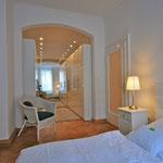Schlafzimmer 1 Ankleide mit Spiegel