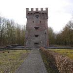 Malakoffturm Schacht 1. Bei diesem Malakoffturm handelt es sich um das einzig erhaltene Exemplar in Nordfrankreich. Der Schacht besaß eine Teufe von 219m und wurde nach nur 44 Jahren Betriebszeit 1867 wieder verfüllt.