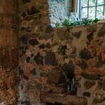 So lassen sich die vielen Nischen und Balken, Fensterbänke und Simse nutzen und dekorieren.